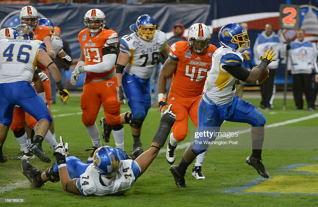 San Jose State running back De'Leon Eskridge (2) high steps it into the endzone to seal their 29-20 win over Bowling Green on December 27, 2012 in Washington, DC