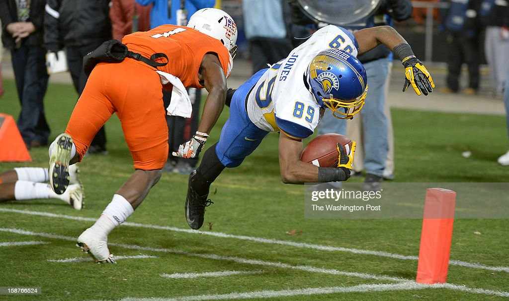 San Jose State wide receiver Chandler Jones (89) dives for the endzone for a 3rd quarter touchdown against Bowling Green defensive back Darrell Hunter (1)on December 27, 2012 in Washington, DC