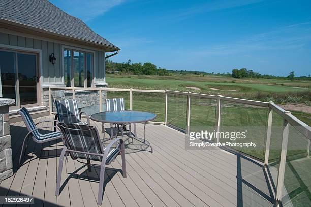 Terrasse donnant sur le parcours de Golf