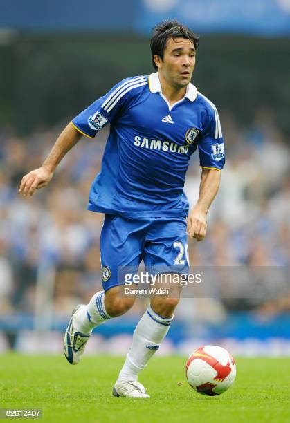 Deco of Chelsea runs with the ball during the Barclays Premier League match between Chelsea and Tottenham Hotspur at Stamford Bridge on August 31...