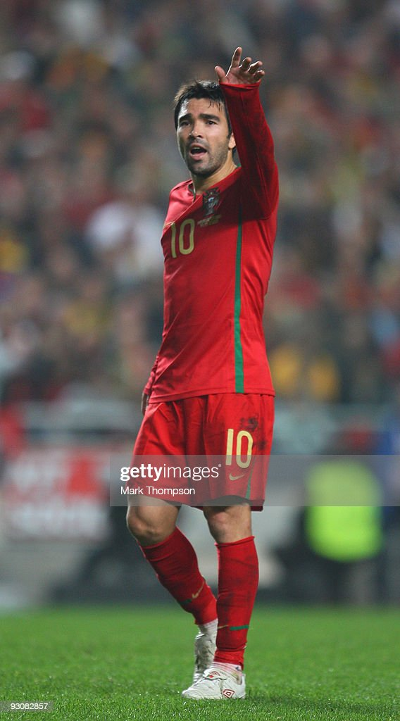 Deco of Portugal in action during the FIFA 2010 European World Cup qualifier first leg match between Portugal and Bosnia-Herzegovina at the Luz stadium on November 14, 2009 in Lisbon, Portugal.