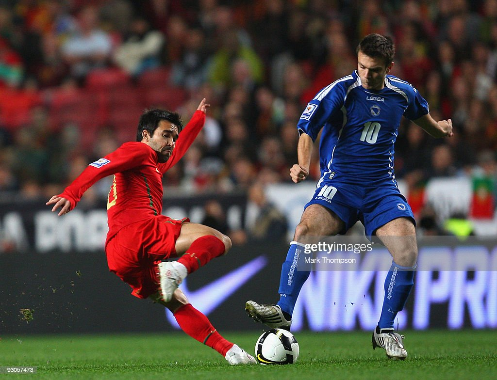 Deco of Portugal tangles with Zvjezdan Misimovic of Bosnia during the FIFA 2010 European World Cup qualifier first leg match between Portugal and Bosnia-Herzegovina at the Luz stadium on November 14, 2009 in Lisbon, Portugal.