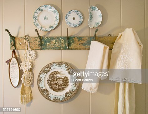 Decorative plates and dish towels on a rack : Stock Photo