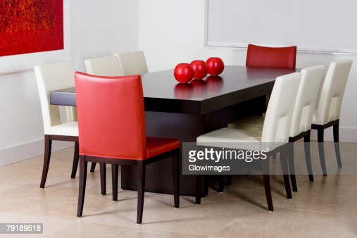 Decorative urns on a dining table in a dining room : Foto de stock
