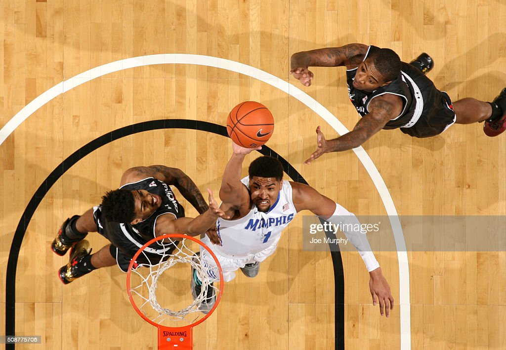 <a gi-track='captionPersonalityLinkClicked' href=/galleries/search?phrase=Dedric+Lawson&family=editorial&specificpeople=13538393 ng-click='$event.stopPropagation()'>Dedric Lawson</a> #1 of the Memphis Tigers shoots against Jacob Evans #1 of the Cincinnati Bearcats on February 6, 2016 at FedExForum in Memphis. Memphis defeated Cincinnati 63-59.