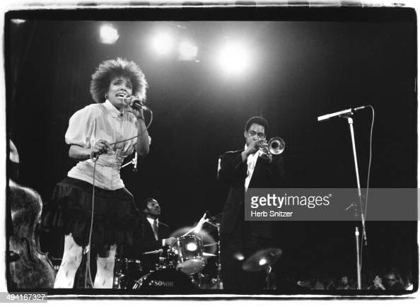 Dee Dee Bridgewater and Jon Fadis perform in 1987 in Bern Switzerland
