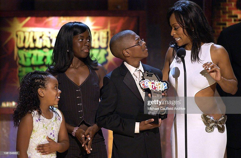Dee Dee Davis Camille Winbush Jeremy Suarez and Kellita Smith winners of Outstanding Comedy Series for The Bernie Mac Show