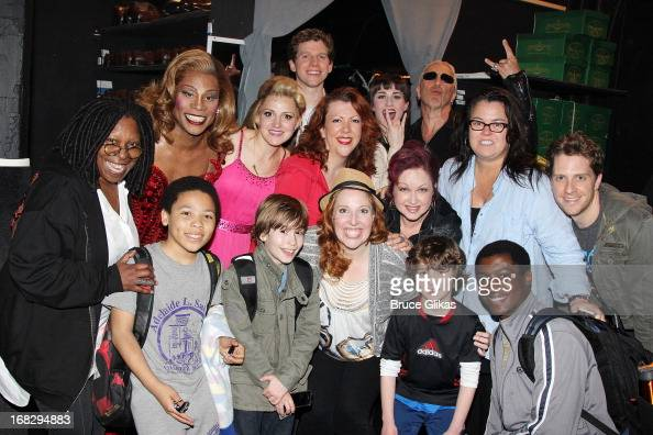 Dee Snider Whoopi Goldberg Rosie O'Donnell Stark Sands as 'Charlie' Billy Porter as 'Lola' and Cyndi Lauper pose with the cast backstage at the Tony...