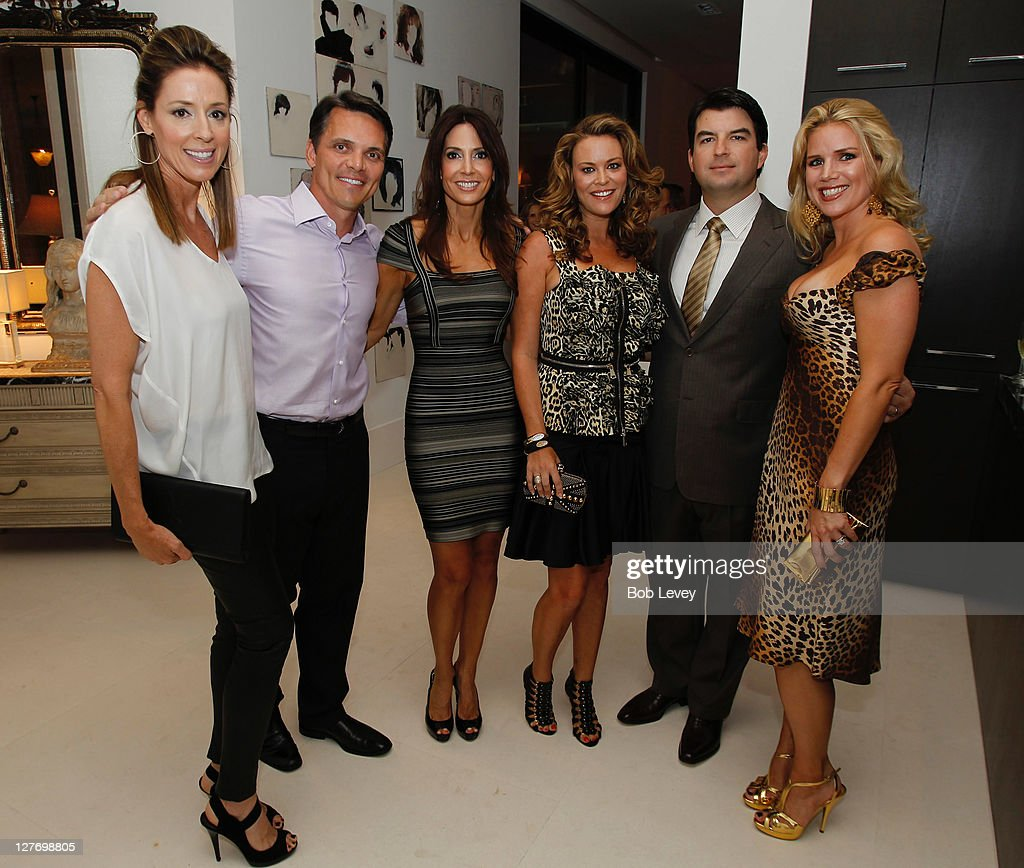 DeeDee Guggenheim, Ron Simon, Sarah Simon, Megan Sutton-Reed, Chris Reed and Amy Lee at the Vogue And Versace Celebrate The 2011 Fall/Winter Collection At The Home Of Lucinda Loya on September 15, 2011 in Houston, Texas.
