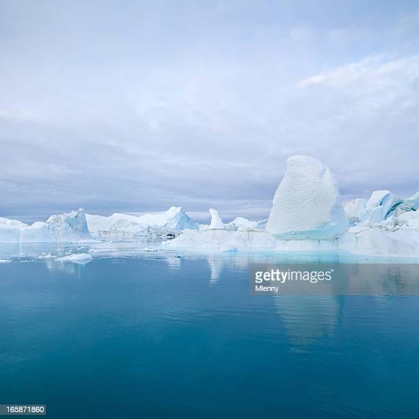 Tiefblaue Arctic Eisberge Grönland