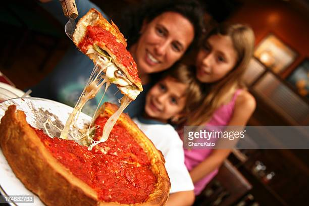 Familienfreundliches Chicago Deep Dish Pizza