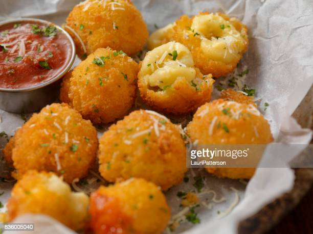 Deep Fried Macaroni et fromage boules