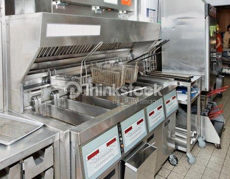 Deep fryer en el restaurante con cocina foto de stock thinkstock - Cocinas de restaurantes ...