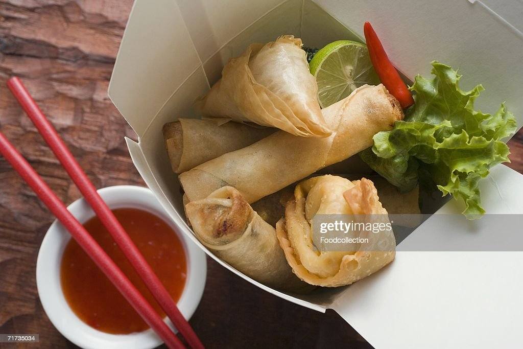 Deep-fried wontons and spring rolls to take away : Stock Photo