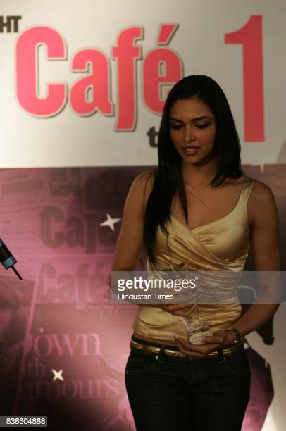 Deepika Padukone with the Best Newcomer Award