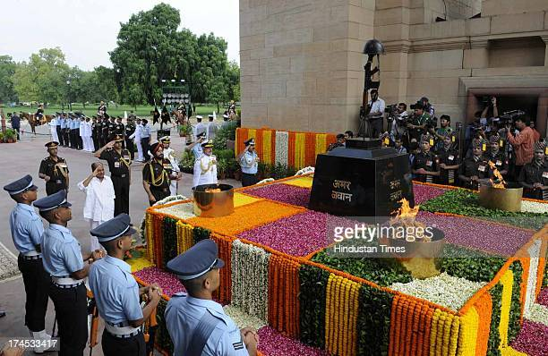 Defence Minister A K Antony and the three Service Chiefs paying homage to Kargil martyrs on the occasion of Kargil Vijay Diwas at Amar Jawan Jyoti...