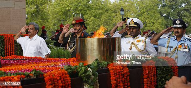 2015 Defence Minister Manohar Parrikar Army Chief Dalbir singh Vice Admiral P Murugesan Vice Chief of Naval Staff and Air Force Chief Arup Raha pay...