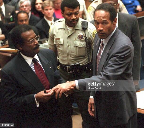 Defense attorney Johnnie Cochran Jr shows the jury the cut on murder defendant OJ Simpson's finger 25 January 1995 that the prosecution contends was...