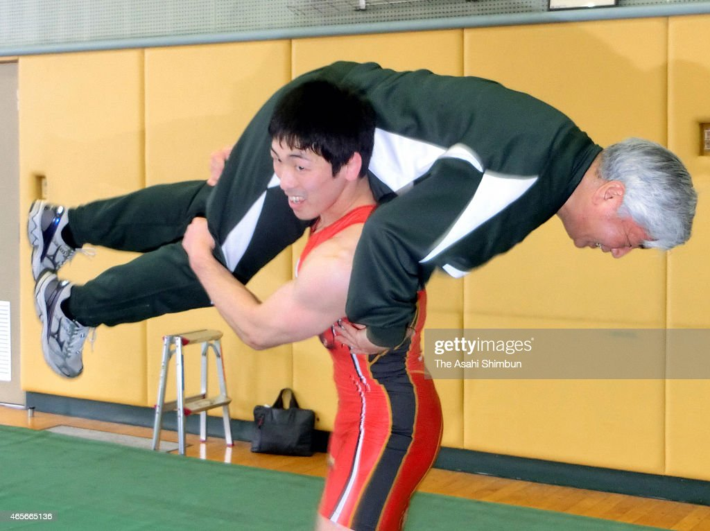 Defense Minister Gen Nakatani is shouldered by the London Olympic gold medalist Tatsuhiro Yonemitsu during his inspection of the SelfDefense Force...