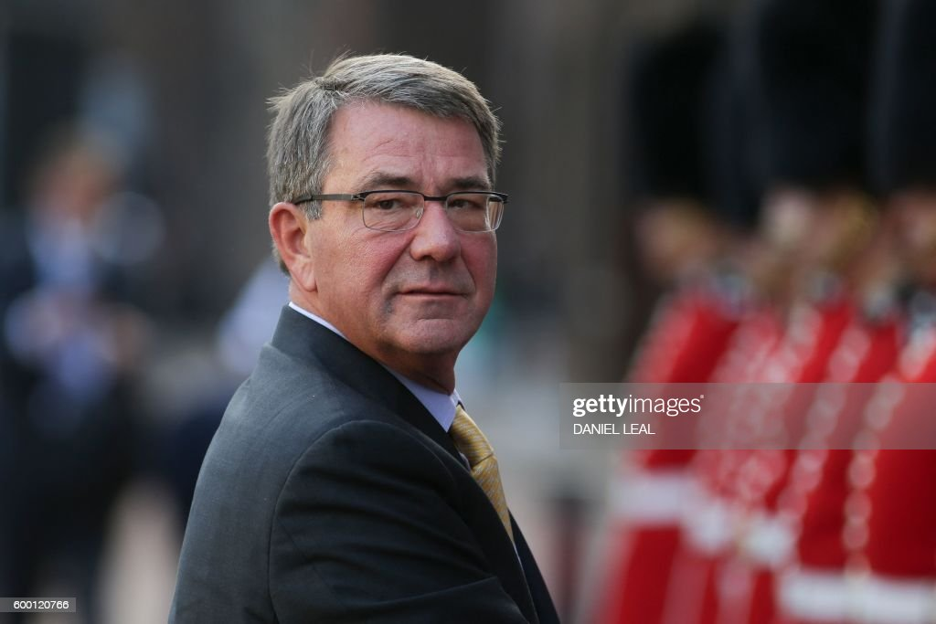 US Defense Secretary Ash Carter arrives for the UN Peacekeeping Defence Ministerial meetings at Lancaster House in London on September 8, 2016. The meeting follows the Leaders Summit on Peacekeeping in September 2015. / AFP / DANIEL