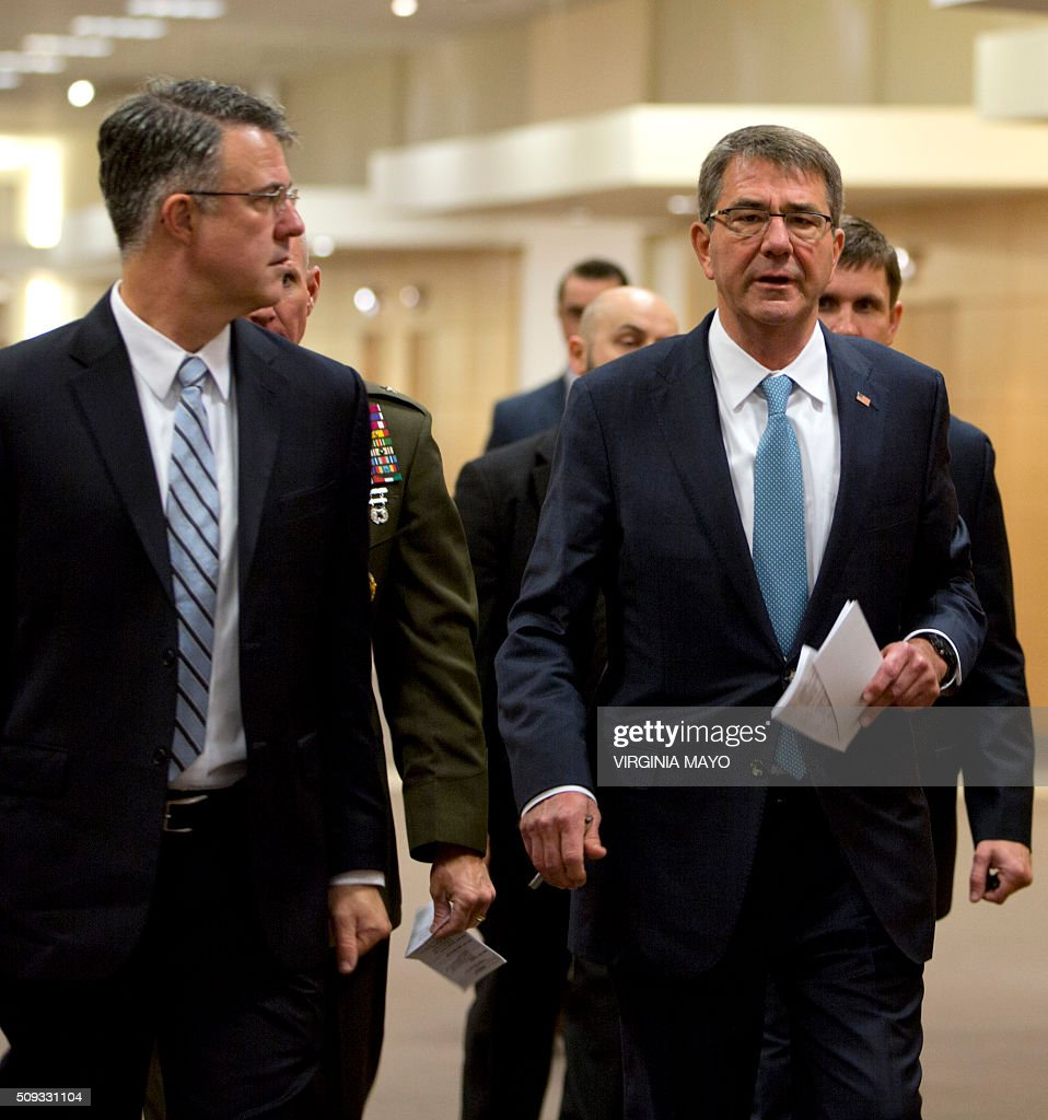 US Defense Secretary Ashton Carter (R) arrives for a bilateral meeting at NATO headquarters in Brussels on February 10, 2016. NATO defense ministers convene a two-day meeting to discuss current defence issues and whether the Alliance should take a more direct role in dealing with its gravest migrant crisis since WWII. / AFP / POOL / Virginia Mayo