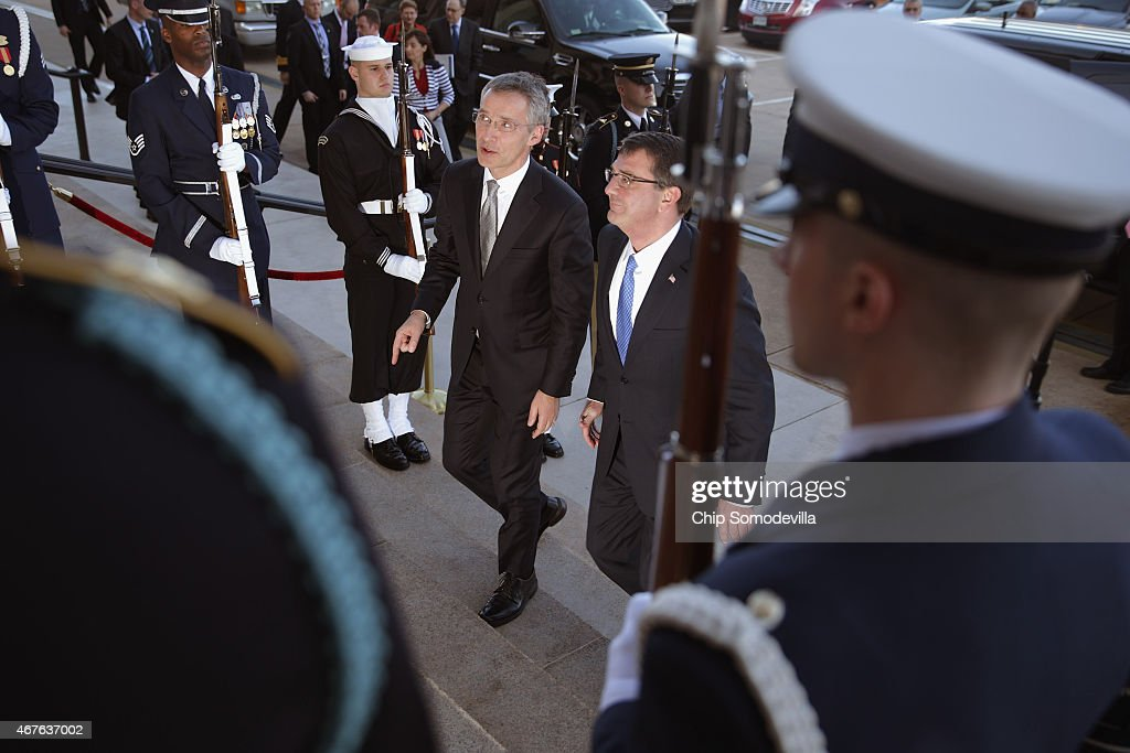 U.S. Defense Secretary Ashton Carter (R) welcomes North Atlantic Treaty Organization Secretary General Jens Stoltenberg to the Pentagon during an honor cordon March 26, 2015 in Arlington, Virginia. The former prime minister of Norway, Stoltenberg is in Washington for three days of meetings.