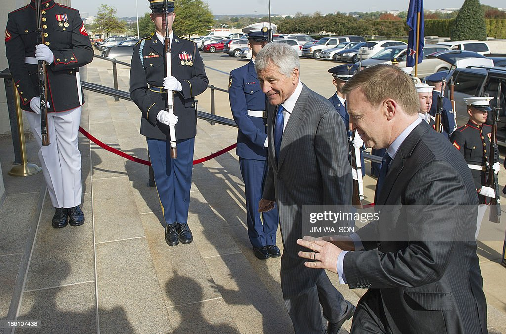 US Defense Secretary Chuck Hagel (C) greets New Zealand Defense Minister Jonathan Coleman (R) at the Pentagon prior to talks in Washington on October 28, 2013. AFP PHOTO / Jim WATSON