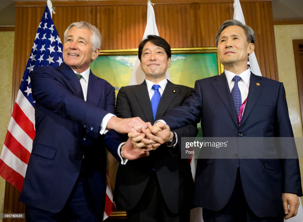 U.S. Defense Secretary Chuck Hagel (L) meets with South Korean Defense Minister Kim Kwan-jin (R) and Japanese Defense Minister Itsunori Onodera (C) May 31, 2014 in Singapore. Hagel traveled to Singapore to attend the 13th Asia Security Summit.
