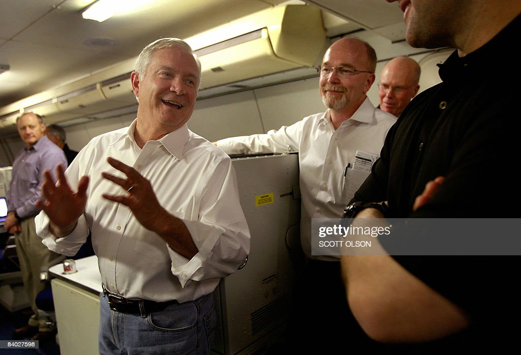 U.S. Defense Secretary Robert Gates (C) chats with members of his staff, and flight crew as they travel after leaving Incirlik Air Base on December 13, 2008 from Incirlik, Turkey. Gates was changing planes in Turkey after flying out of Balad, Iraq, the last leg of a four-day Middle East tour. AFP/Scott Olson/POOL