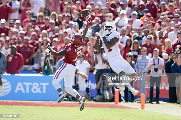 Defensive back Jordan Thomas of the Oklahoma Sooners deflects a pass away from wide receiver John Burt of the Texas Longhorns at Cotton Bowl on...