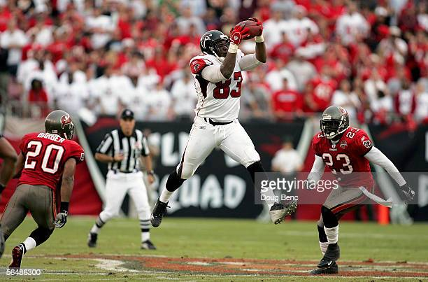 Defensive backs Ronde Barber and Jermaine Phillips of the Tampa Bay Buccaneers close tight end Alge Crumpler of the Atlanta Falcons as he pulls in a...