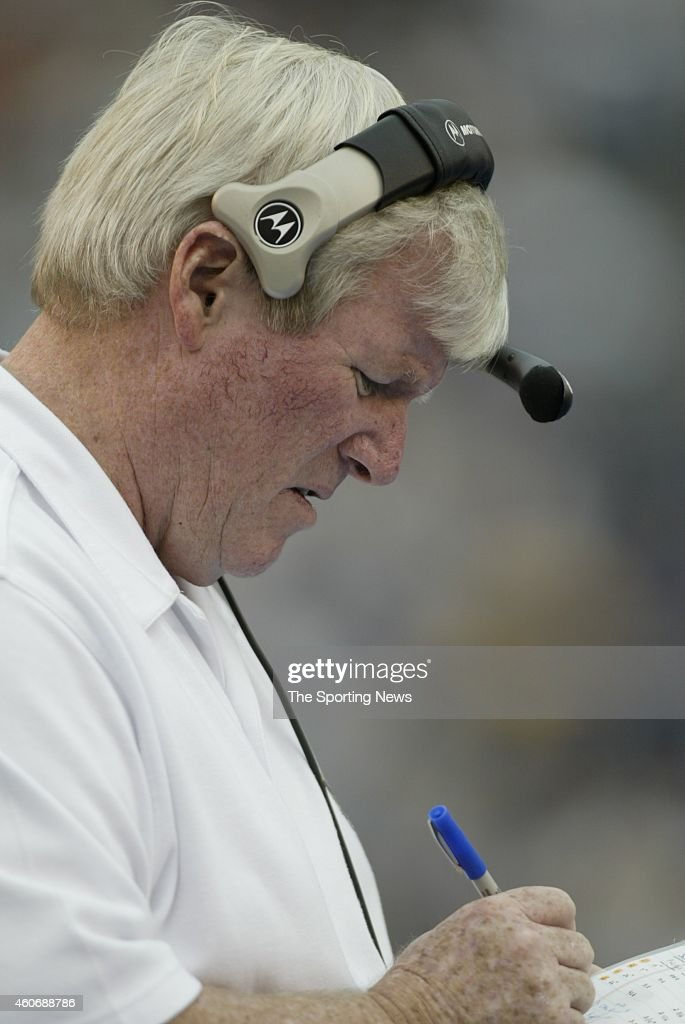 Defensive Coordinator <a gi-track='captionPersonalityLinkClicked' href=/galleries/search?phrase=George+O%27Leary&family=editorial&specificpeople=2259273 ng-click='$event.stopPropagation()'>George O'Leary</a> of the Minnesota Vikings draws up a play on the sidelines during a game against the San Diego Chargers on November 9, 2003 at Qualcomm Stadium in San Diego, California.