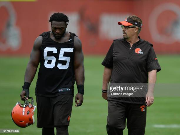 Defensive coordinator Gregg Williams of the Cleveland Browns talks with defensive tackle Larry Ogunjobi as they walk off the field after the first...