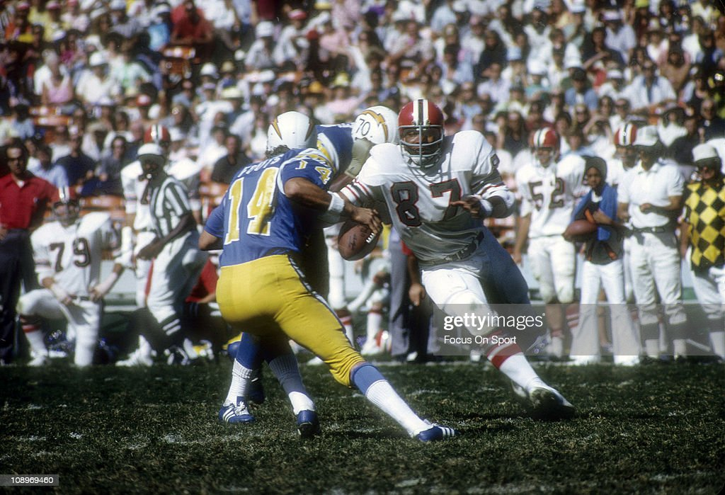Defensive end <a gi-track='captionPersonalityLinkClicked' href=/galleries/search?phrase=Claude+Humphrey&family=editorial&specificpeople=788587 ng-click='$event.stopPropagation()'>Claude Humphrey</a> #87 of the Atlanta Falcons pursues quarterback <a gi-track='captionPersonalityLinkClicked' href=/galleries/search?phrase=Dan+Fouts&family=editorial&specificpeople=228594 ng-click='$event.stopPropagation()'>Dan Fouts</a> #14 of the San Diego Chargers during an NFL football game at Jack Murphy Stadium October 21, 1973 in San Diego, California. Humphrey played for the Falcons from 1968-78.