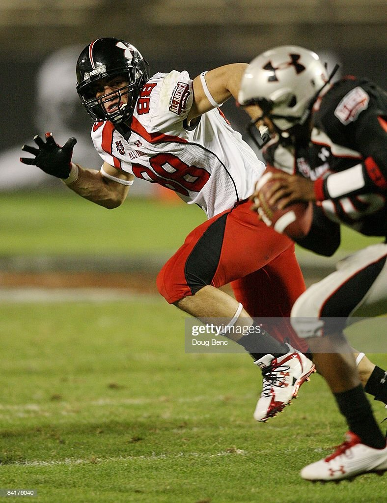 Defensive end Craig Roh of the white team follows the play in the All America Under Armour Football Game at Florida Citrus Bowl on January 4 2009 in...