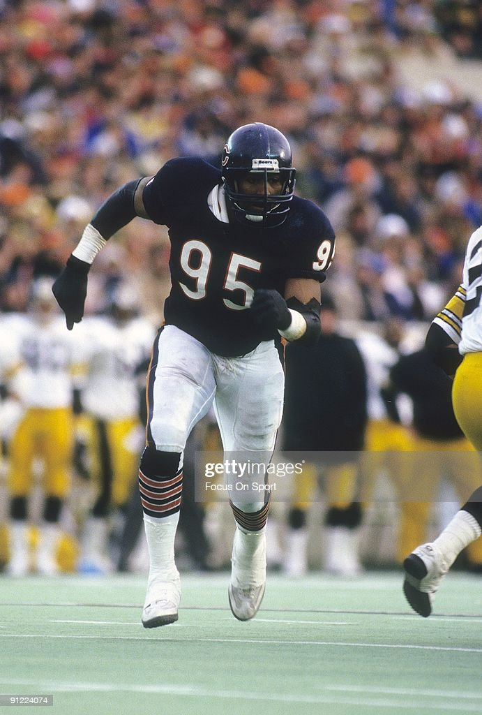 Defensive end <a gi-track='captionPersonalityLinkClicked' href=/galleries/search?phrase=Richard+Dent&family=editorial&specificpeople=240277 ng-click='$event.stopPropagation()'>Richard Dent</a> #95 of the Chicago Bears in action against the Pittsburgh Steelers during an NFL football game November 30, 1986 at Soldier Field in Chicago, Illinois. Dent played for the Bears from 1983-93.