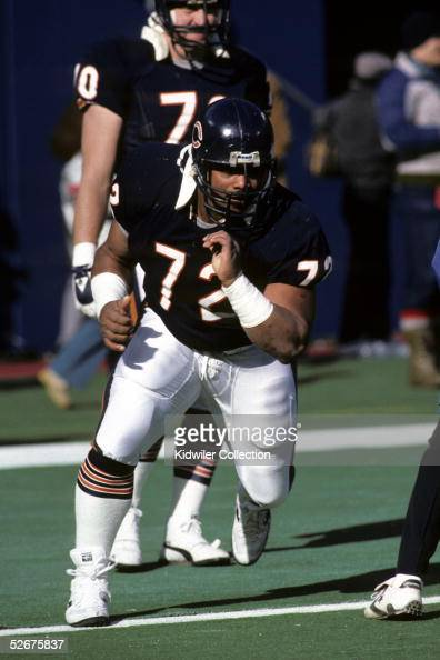 Defensive lineman William 'The Refrigerator' Perry of the Chicago Bears runs through drills prior to a game on December 14 1985 against the New York...
