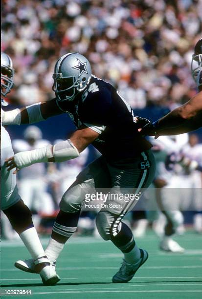 Defensive Tackle Randy White of the Dallas Cowboys on his way to the quarterback tries to get around guard Billy Ard of the New York Giants December...