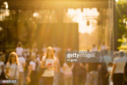 De-focused concert crowd. : Bildbanksbilder