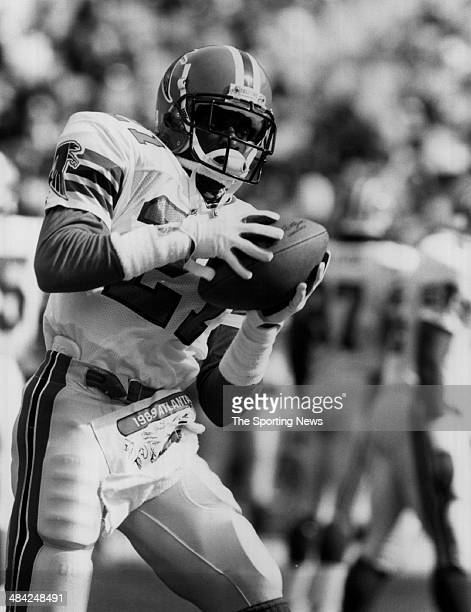 Deion Sanders of the Atlants Falcons catches the ball circa 1990s