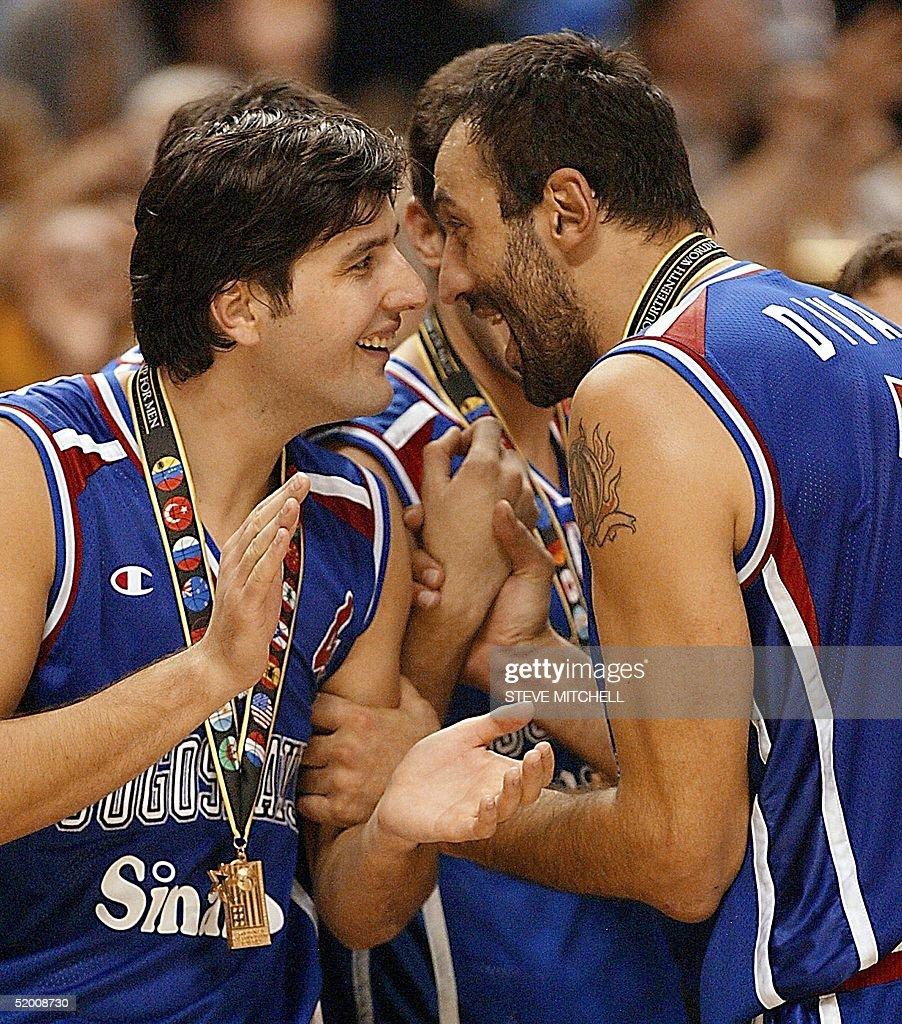 Dejan Bodiroga L and Vlade Divac R of Yugoslav