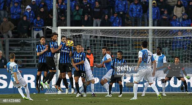 Dejan Lazarevic of AC Chievo Verona scores his goal on free kick during the Serire A match between Atalanta BC and AC Chievo Verona at Stadio Atleti...
