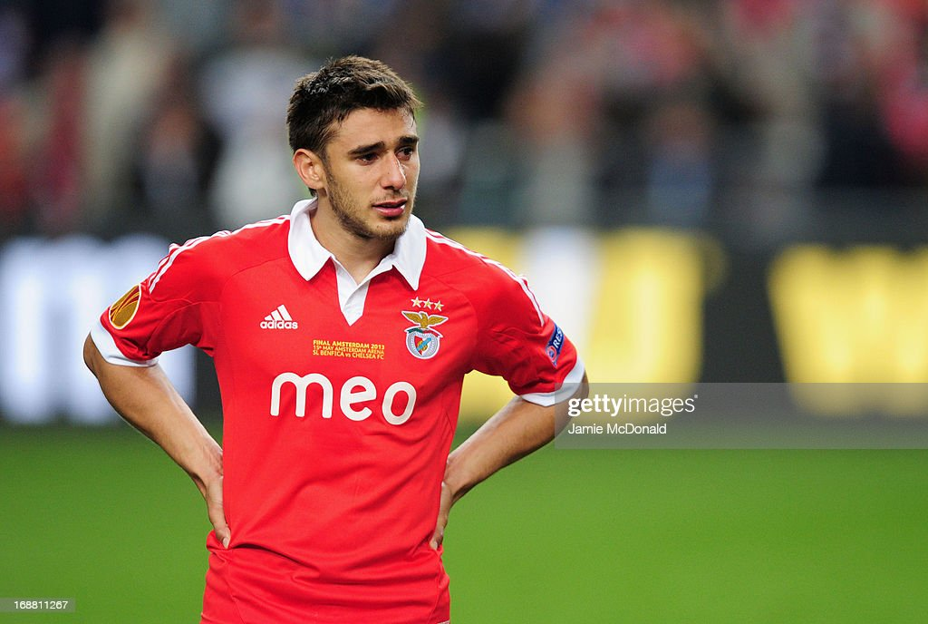 A dejected <a gi-track='captionPersonalityLinkClicked' href=/galleries/search?phrase=Eduardo+Salvio&family=editorial&specificpeople=5670924 ng-click='$event.stopPropagation()'>Eduardo Salvio</a> of Benfica looks on during the UEFA Europa League Final between SL Benfica and Chelsea FC at Amsterdam Arena on May 15, 2013 in Amsterdam, Netherlands.
