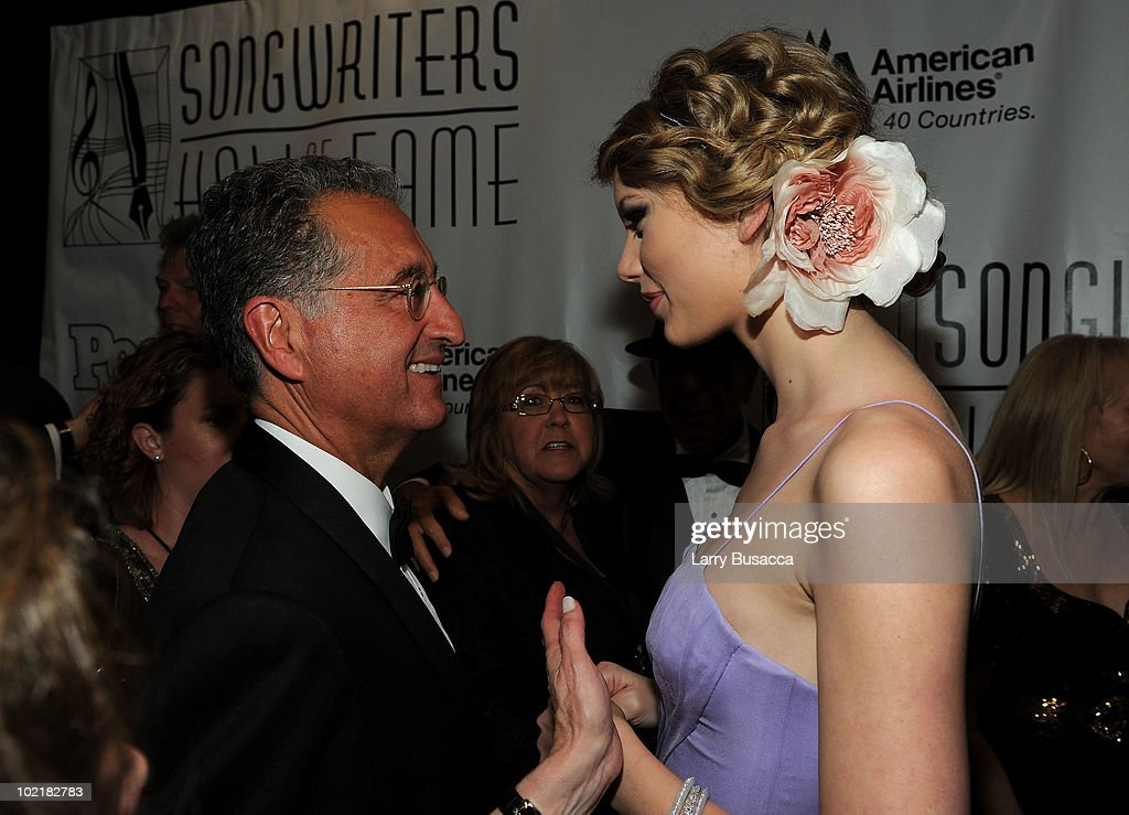Del Bryant of BMI and Taylor Swift attend the 41st Annual Songwriters Hall of Fame Ceremony at The New York Marriott Marquis on June 17, 2010 in New York City.