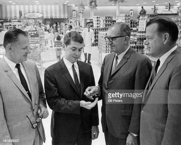JUL 9 1969 JUL 10 1969 Del Farm Opens 28th Denver Store Jim Richards manager of the newest Del Farm super market in the Denver area accepts the keys...