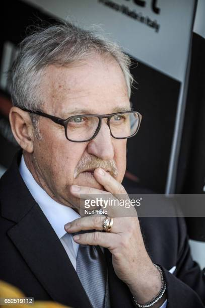 Del Neri Luigi during the Italian Serie A football match Pescara vs Udinese on March 15 in Pescara Italy