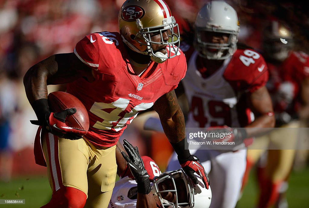 Delanie Walker #46 of the San Francisco 49ers wearing Nike football gloves returns a kickoff against the Arizona Cardinals during the second quarter at Candlestick Park on December 30, 2012 in San Francisco, California.