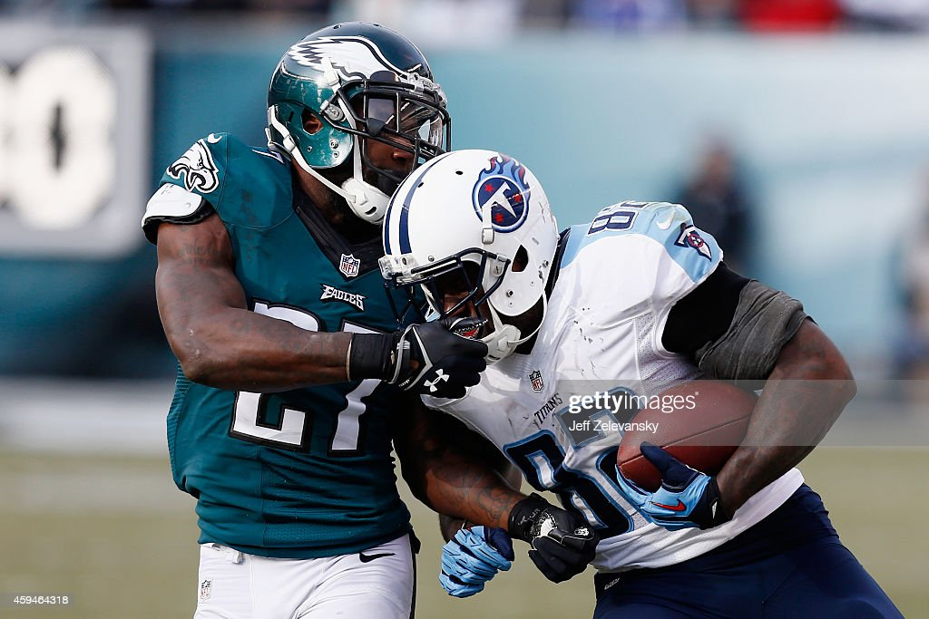 Delanie Walker of the Tennessee Titans carries the ball in the second quarter against Malcolm Jenkins of the Philadelphia Eagles at Lincoln Financial...