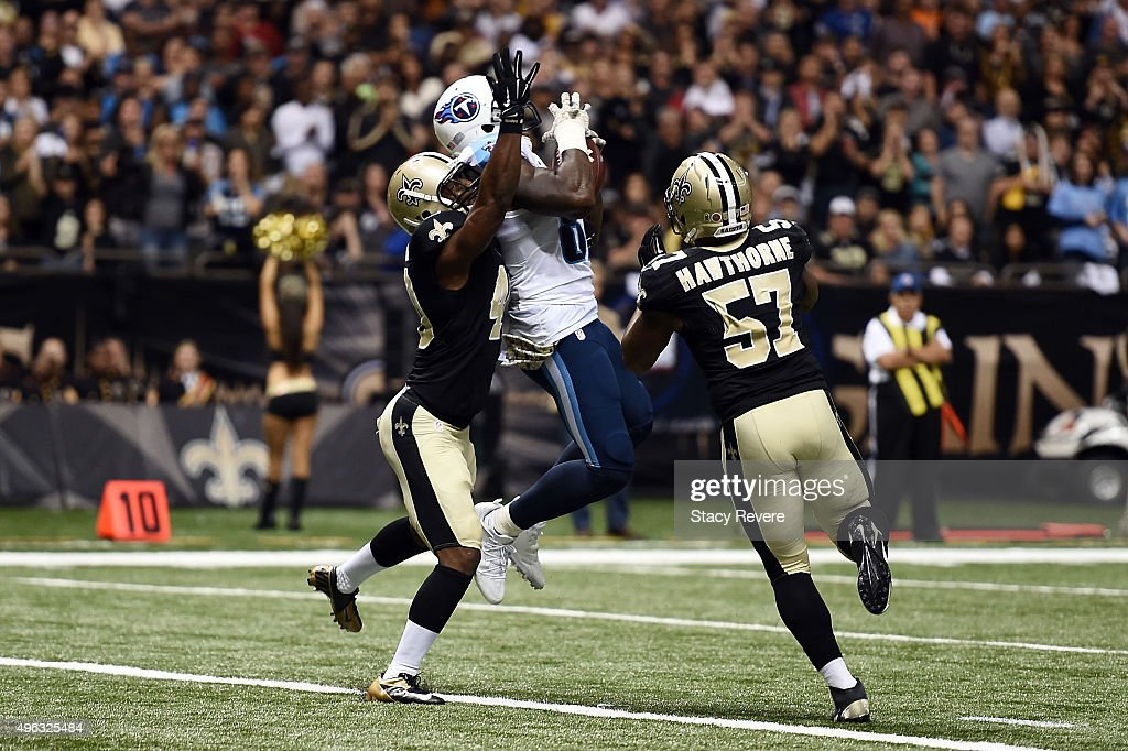Delanie Walker of the Tennessee Titans catches a pass for a two point conversion between Delvin Breaux and David Hawthorne of the New Orleans Saints...