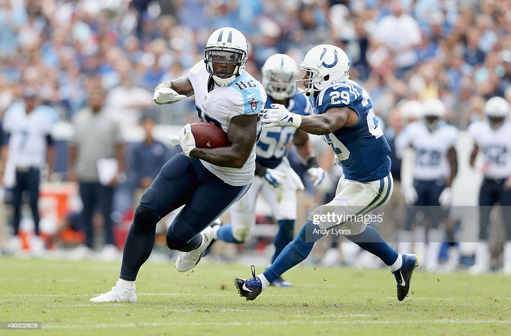 Delanie Walker of the Tennessee Titans runs with the ball during the game against the Indianapolis Colts at LP Field on September 27 2015 in...
